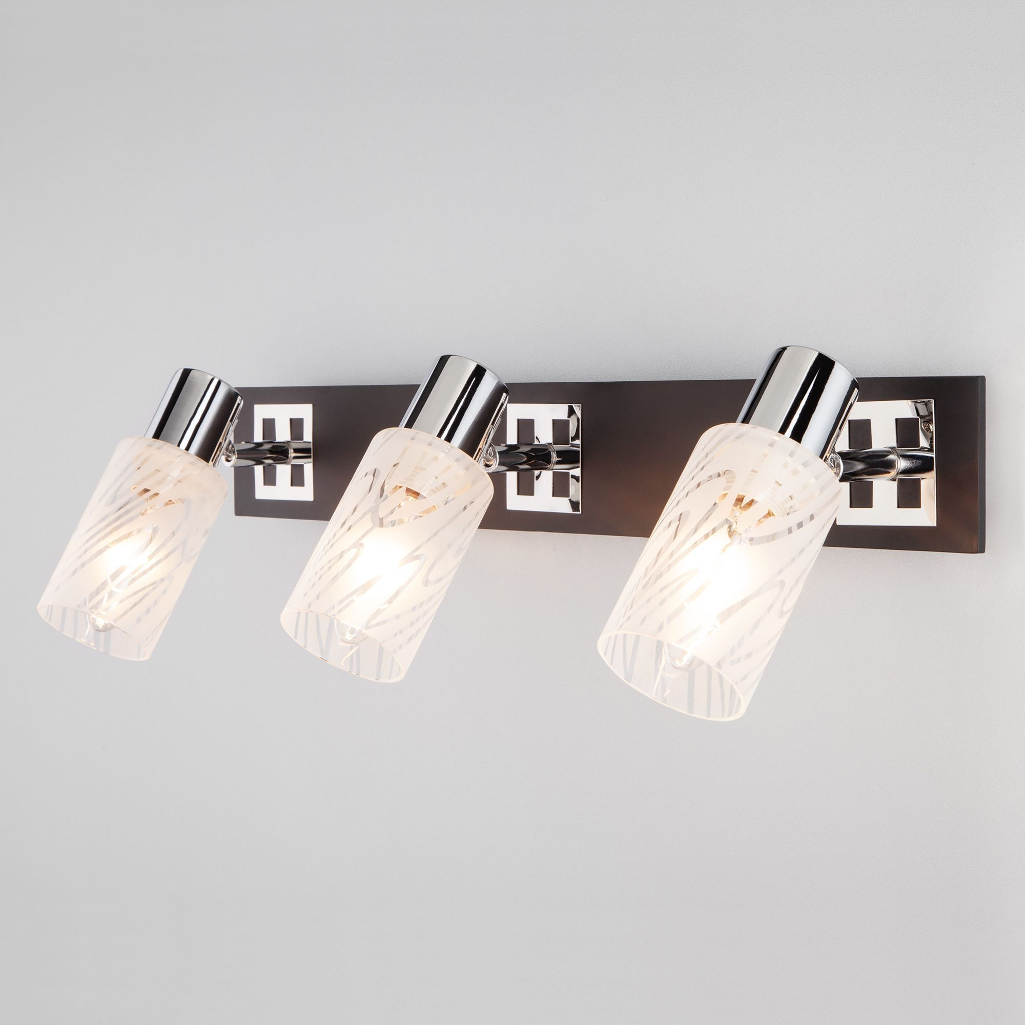 Настенный светильник с плафонами 20020/3 хром/венге