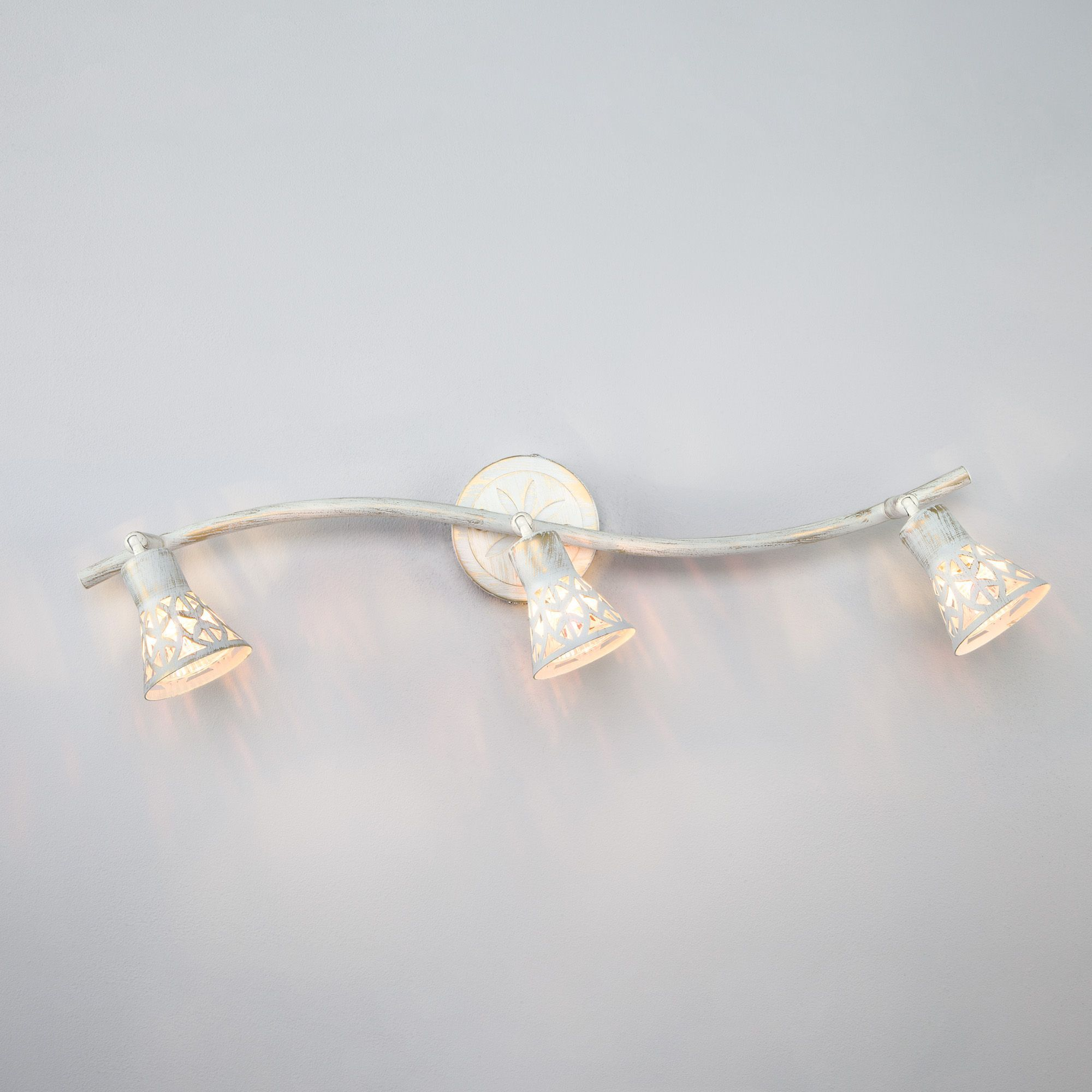 Светильник-спот с поворотными плафонами 20027/3 белый с золотом