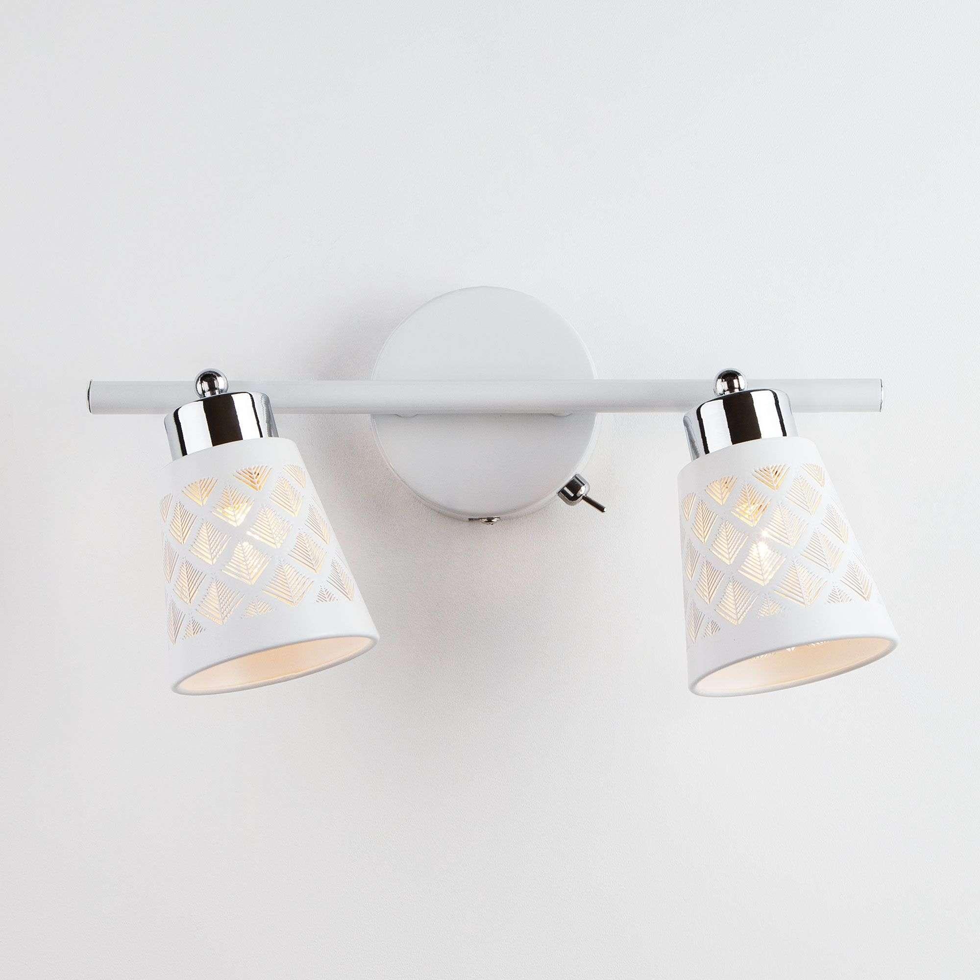 Светильник с белыми поворотными плафонами 20060/2 белый