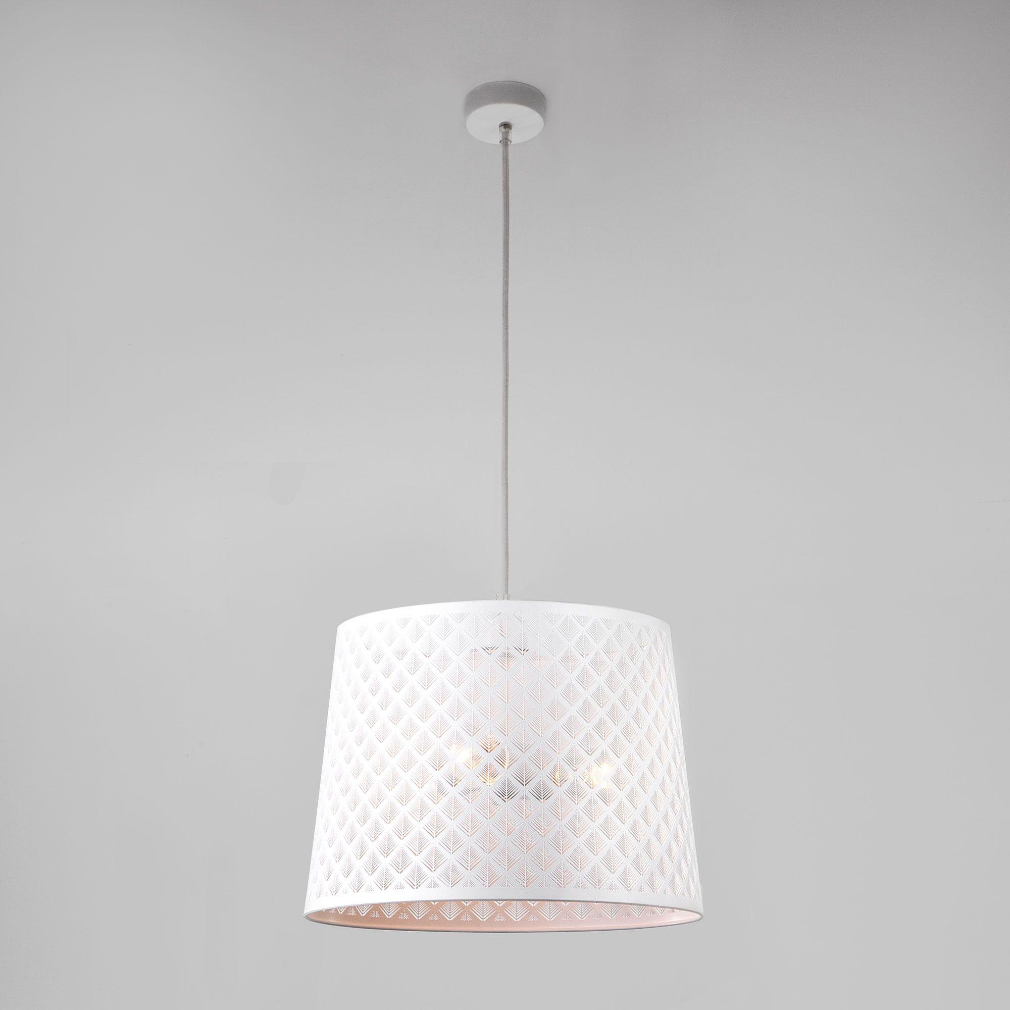 Подвесной светильник с резным плафоном 70076/3 белый