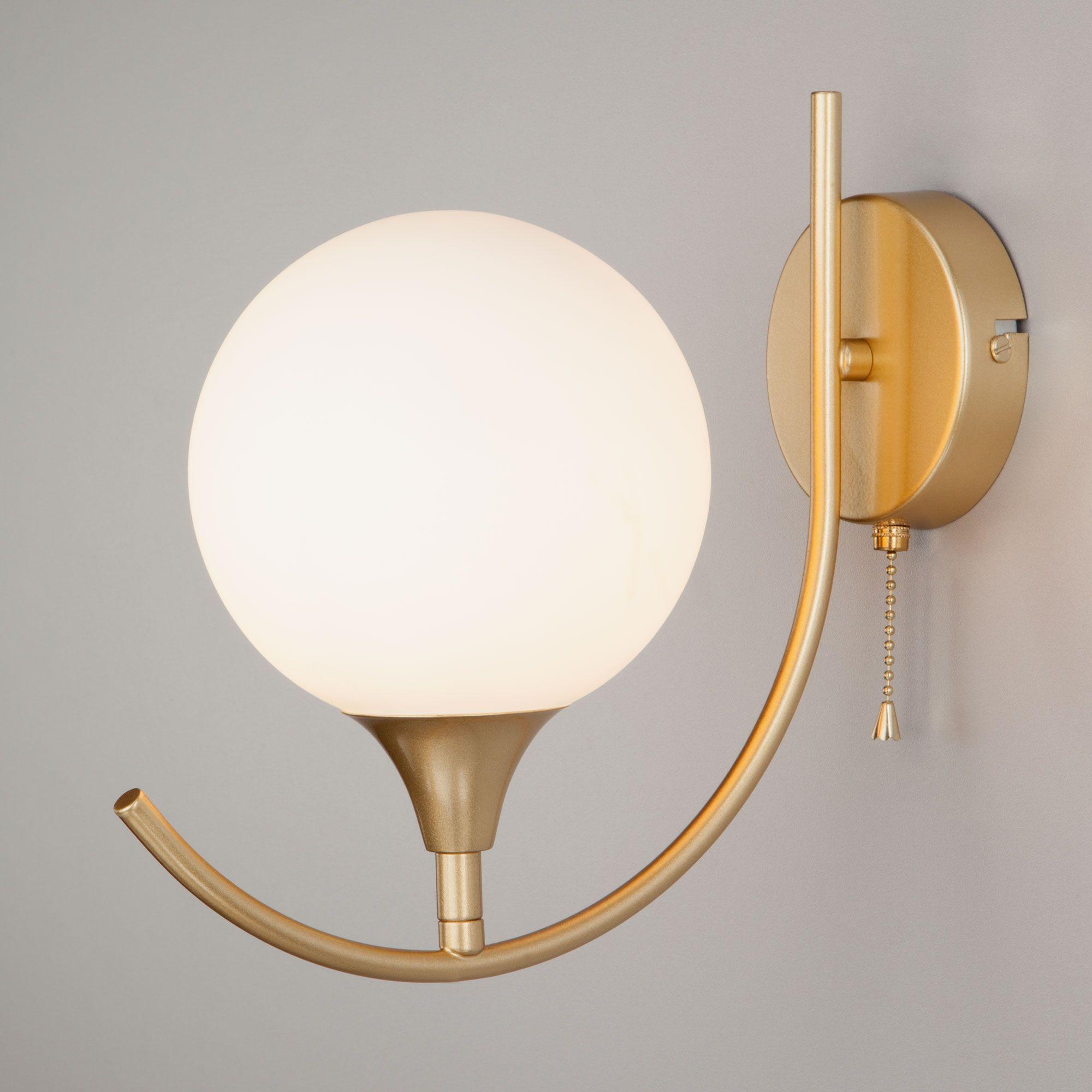 Настенный светильник с плафоном 70101/1 золото