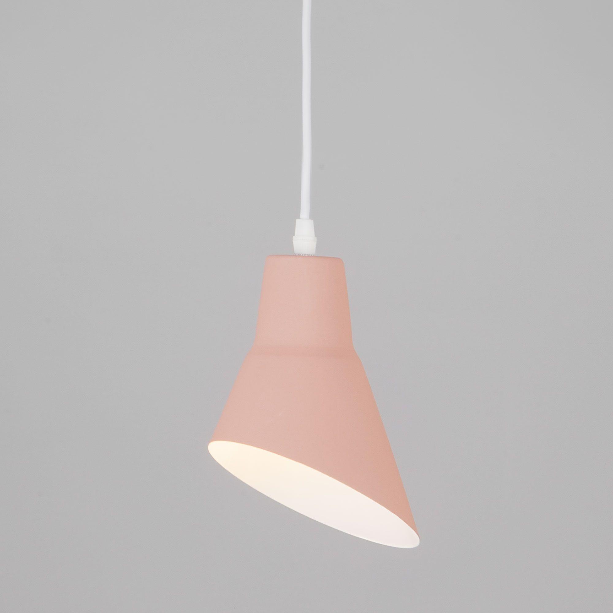 Подвесной светильник с металлическим плафоном 50069/1 розовый
